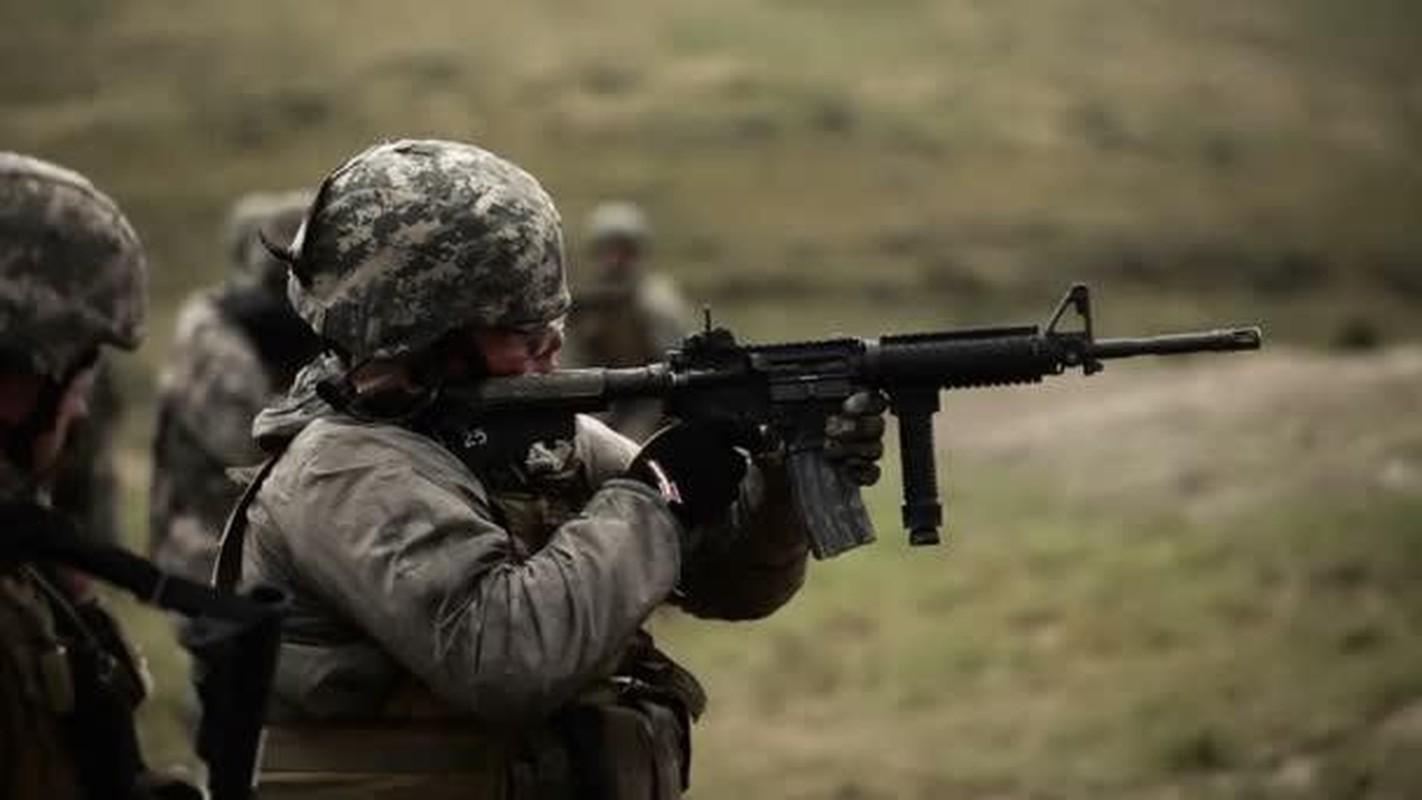 Khau sung dong nhat trong Quan doi My, sanh ngang AK-74 cua Nga