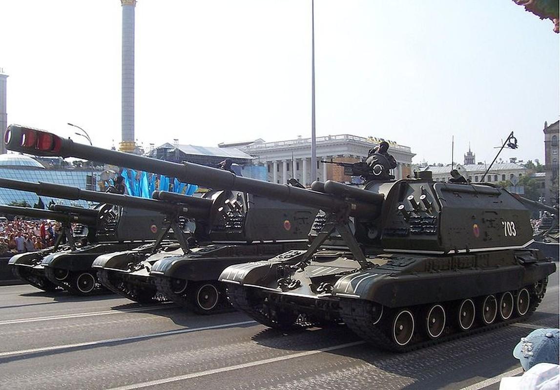 Ukraine bat ngo keo hang dan phao tu hanh 152mm toi Donbass-Hinh-3