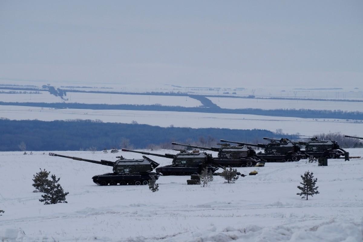 Ukraine bat ngo keo hang dan phao tu hanh 152mm toi Donbass-Hinh-4