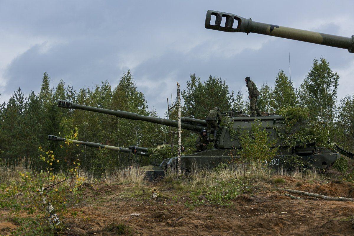 Ukraine bat ngo keo hang dan phao tu hanh 152mm toi Donbass-Hinh-5