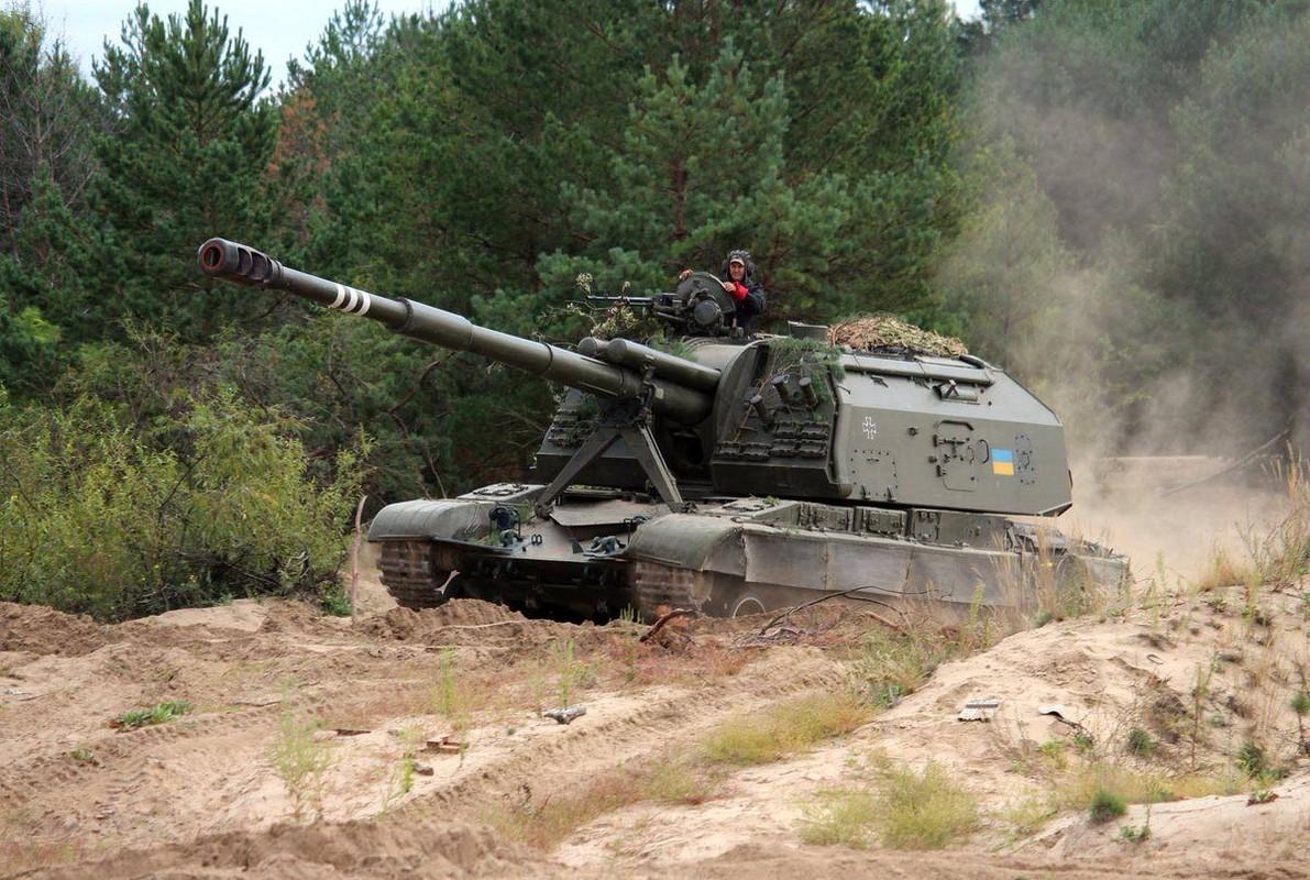 Ukraine bat ngo keo hang dan phao tu hanh 152mm toi Donbass-Hinh-7