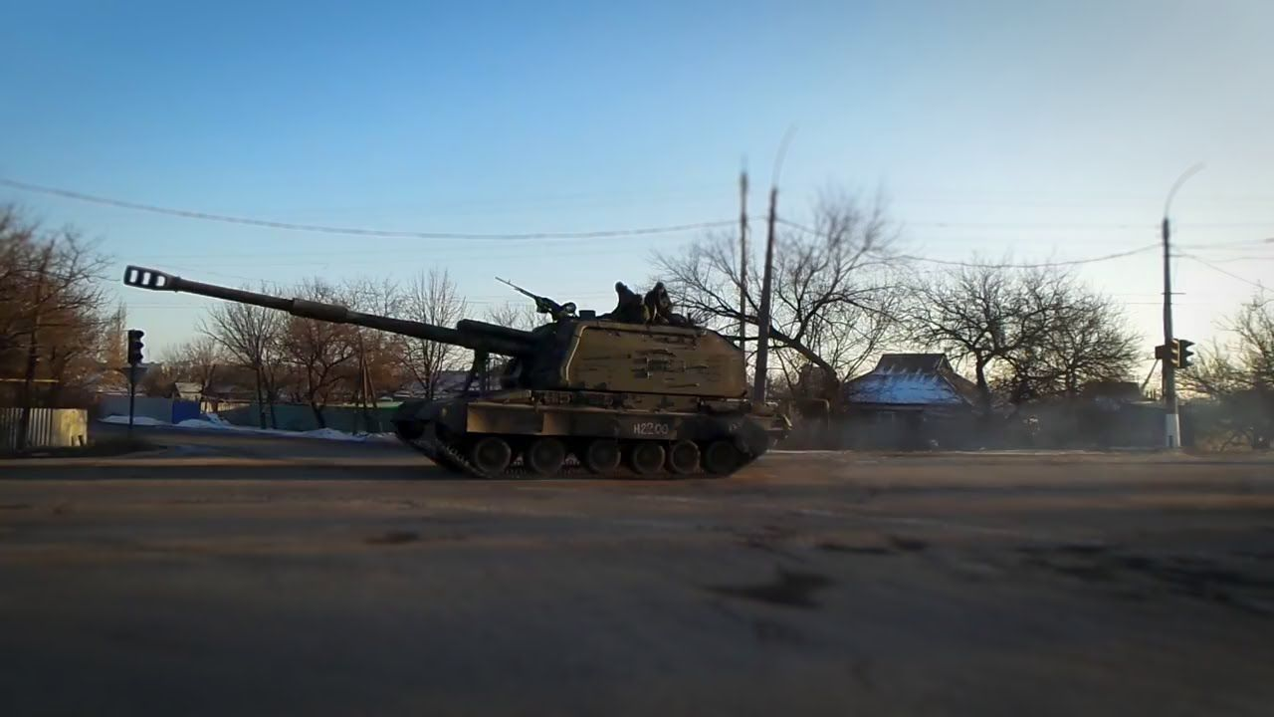 Ukraine bat ngo keo hang dan phao tu hanh 152mm toi Donbass-Hinh-8