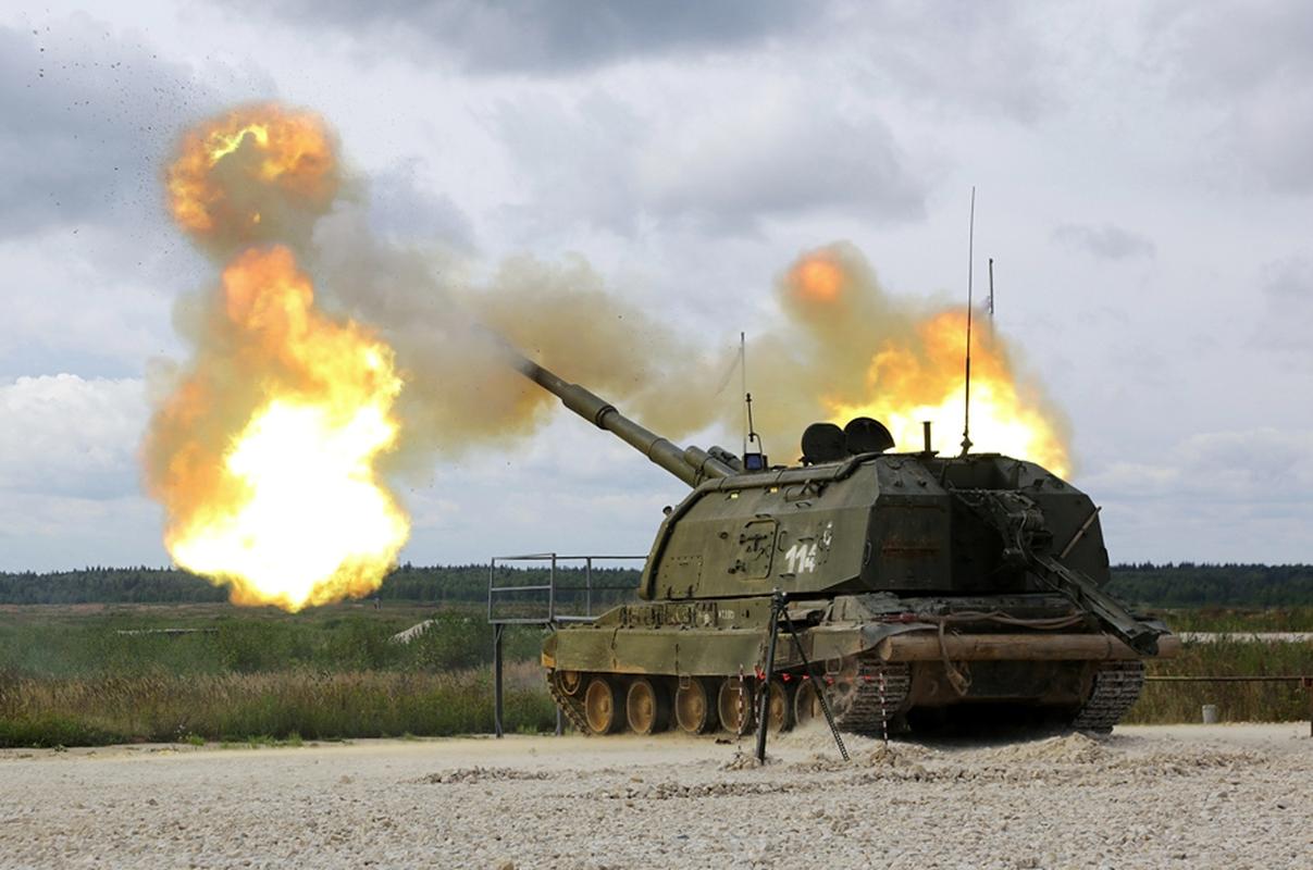 Ukraine bat ngo keo hang dan phao tu hanh 152mm toi Donbass