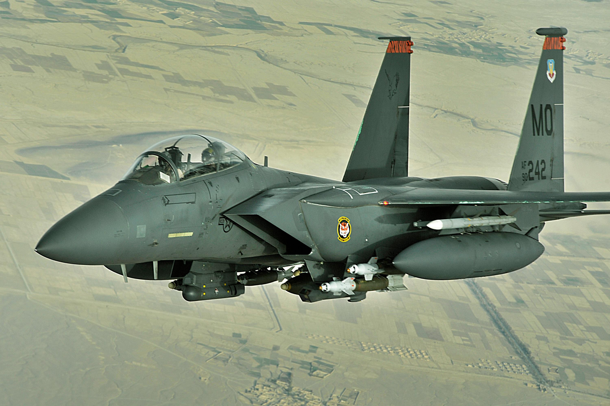 Tiem kich F-15E cua My manh ngang may bay nem bom chien luoc Trung Quoc-Hinh-10