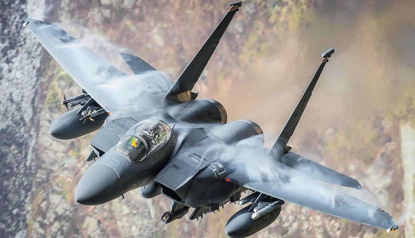 Tiem kich F-15E cua My manh ngang may bay nem bom chien luoc Trung Quoc-Hinh-11