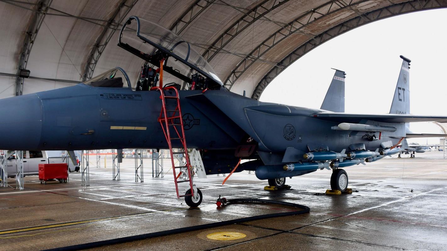 Tiem kich F-15E cua My manh ngang may bay nem bom chien luoc Trung Quoc-Hinh-14