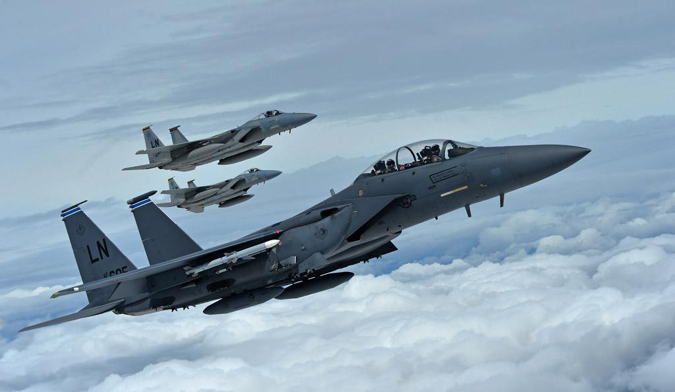 Tiem kich F-15E cua My manh ngang may bay nem bom chien luoc Trung Quoc-Hinh-6