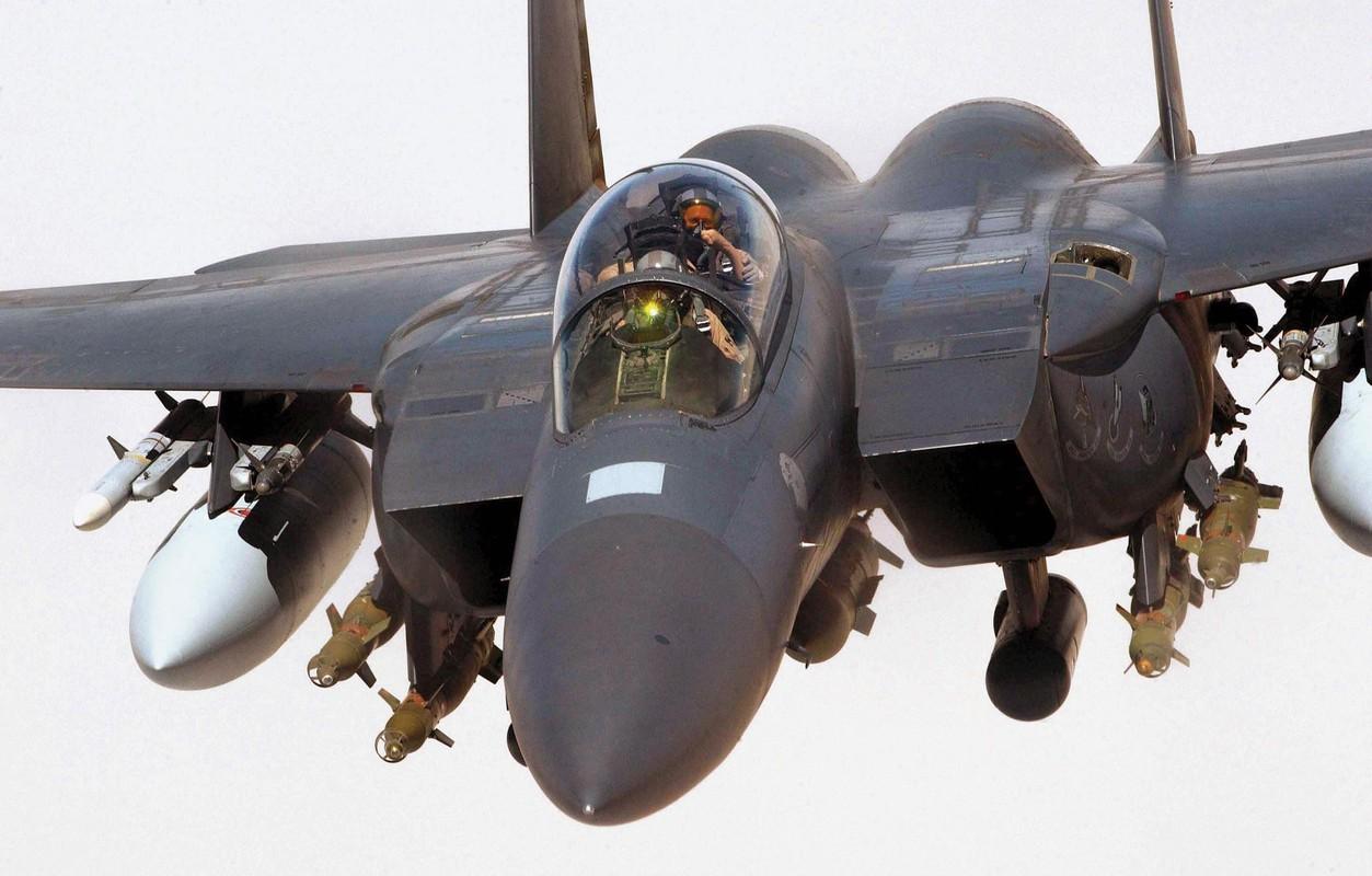 Tiem kich F-15E cua My manh ngang may bay nem bom chien luoc Trung Quoc-Hinh-8