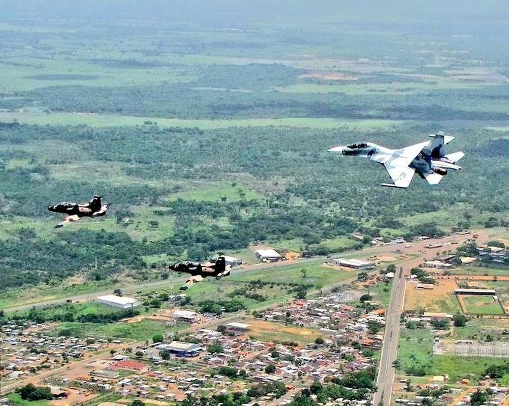 Quan doi Venezuela tap tran khung, khoe dan vu khi xin nhat Nam My-Hinh-9