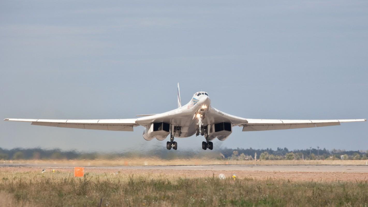 Tu-160 cua Nga duoc trang bi dong co moi voi uy luc gap boi-Hinh-11