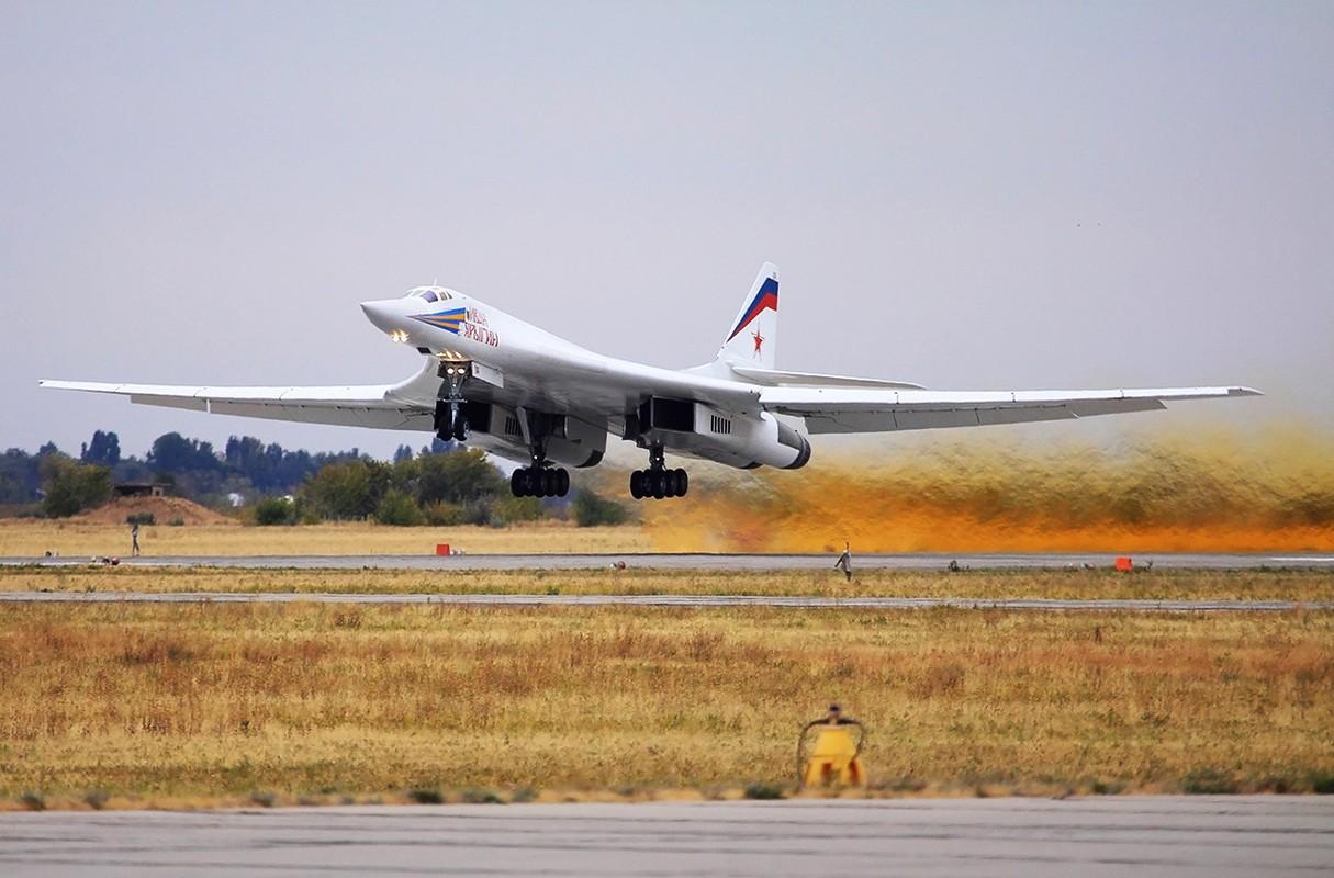 Tu-160 cua Nga duoc trang bi dong co moi voi uy luc gap boi-Hinh-13