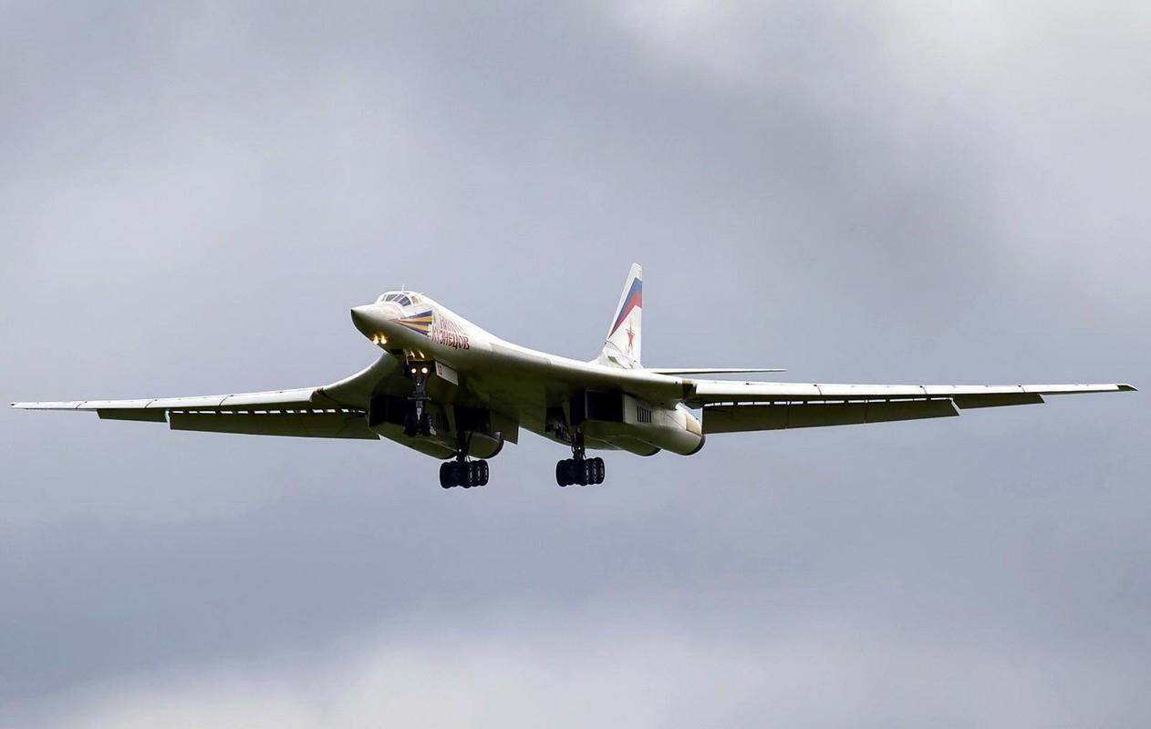Tu-160 cua Nga duoc trang bi dong co moi voi uy luc gap boi-Hinh-8