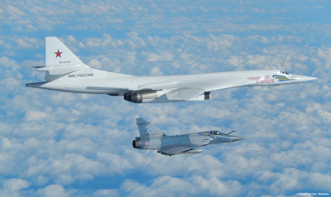 Tu-160 cua Nga duoc trang bi dong co moi voi uy luc gap boi-Hinh-9