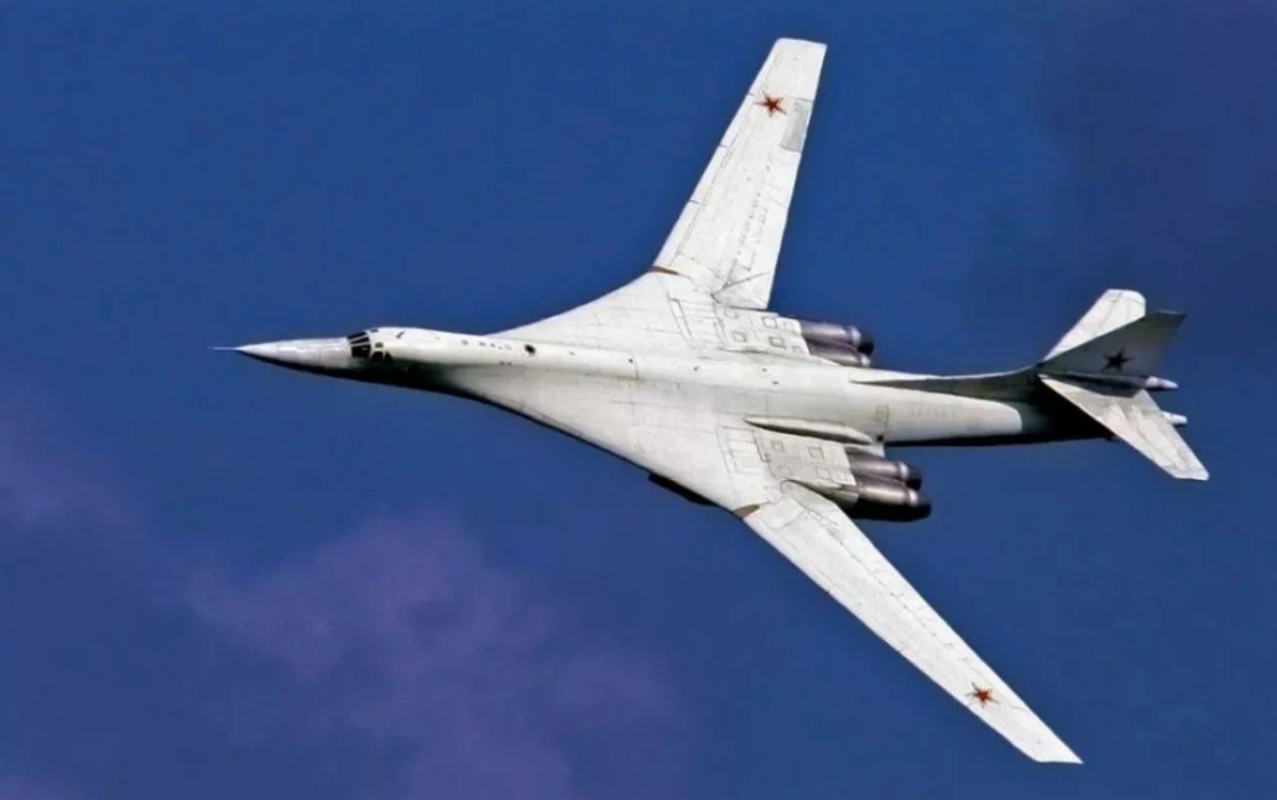 Tu-160 cua Nga duoc trang bi dong co moi voi uy luc gap boi