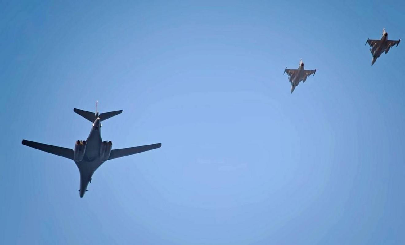 B-1B Lancer My ha canh thang len tuyet, gui loi thach thuc toi Nga-Hinh-10