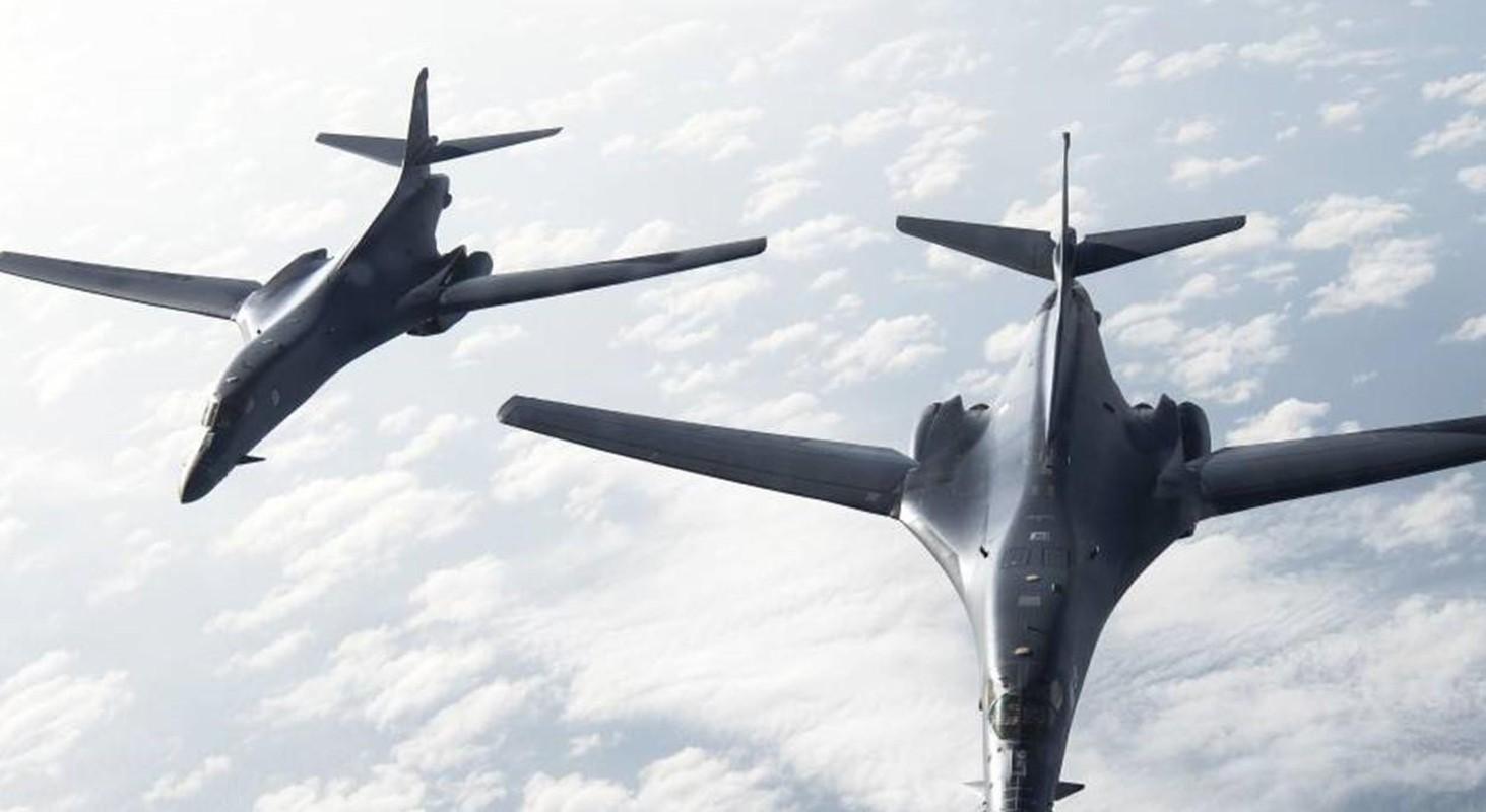 B-1B Lancer My ha canh thang len tuyet, gui loi thach thuc toi Nga-Hinh-11