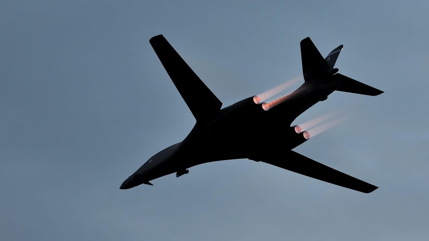 B-1B Lancer My ha canh thang len tuyet, gui loi thach thuc toi Nga-Hinh-13