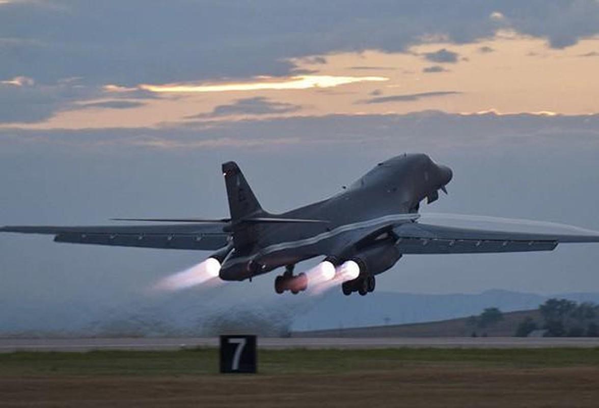 B-1B Lancer My ha canh thang len tuyet, gui loi thach thuc toi Nga-Hinh-2