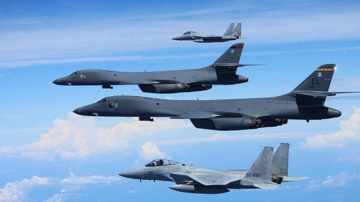 B-1B Lancer My ha canh thang len tuyet, gui loi thach thuc toi Nga-Hinh-3