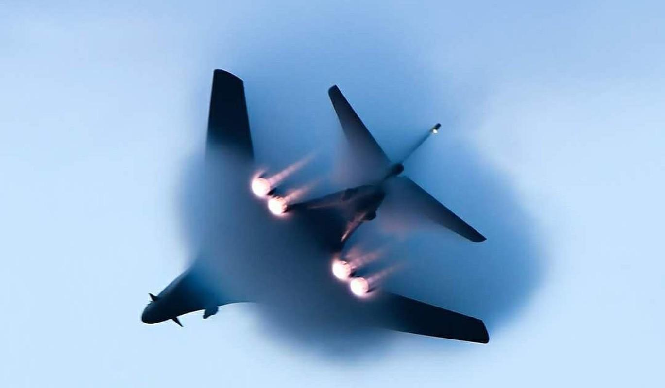 B-1B Lancer My ha canh thang len tuyet, gui loi thach thuc toi Nga-Hinh-4