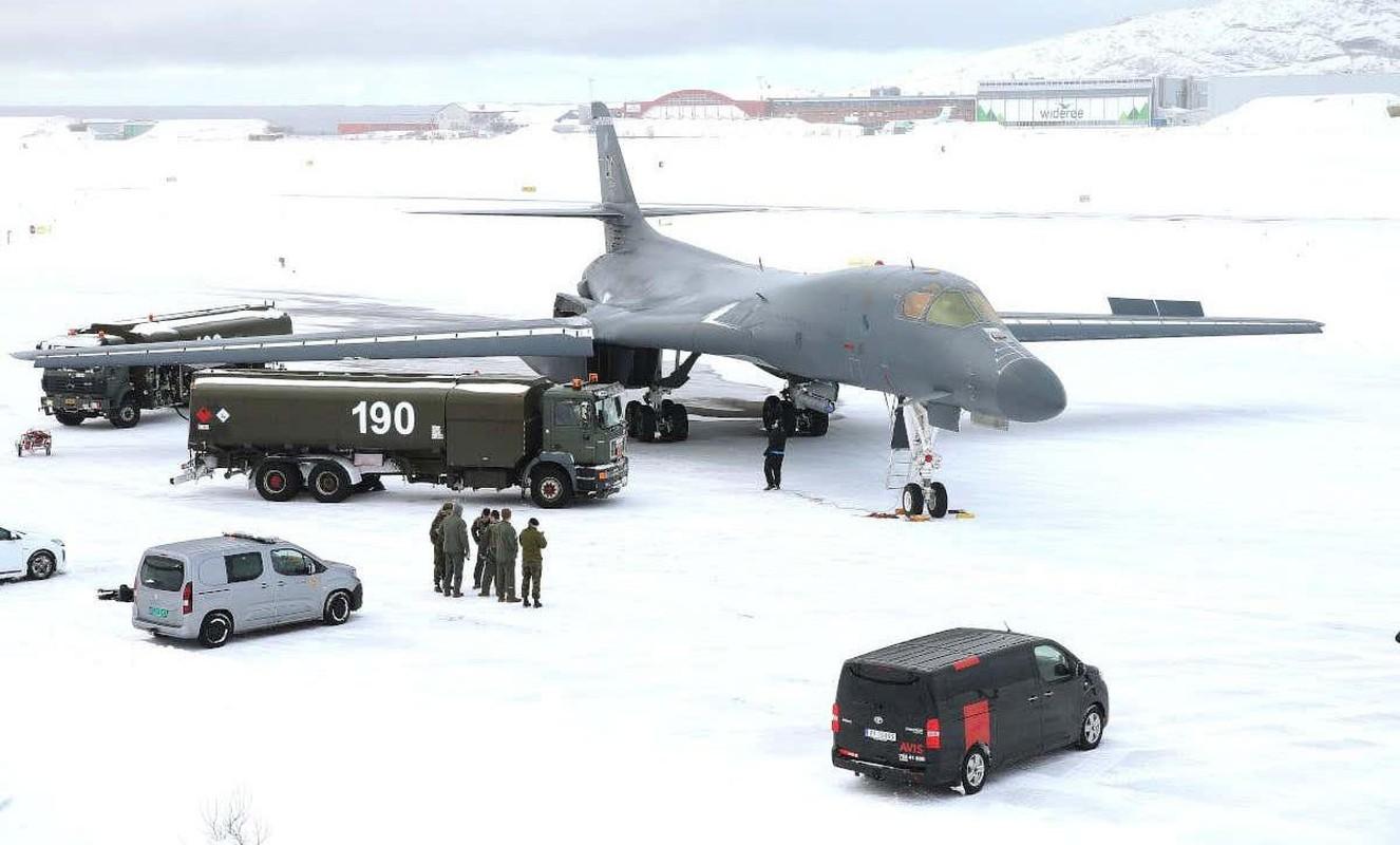 B-1B Lancer My ha canh thang len tuyet, gui loi thach thuc toi Nga-Hinh-7