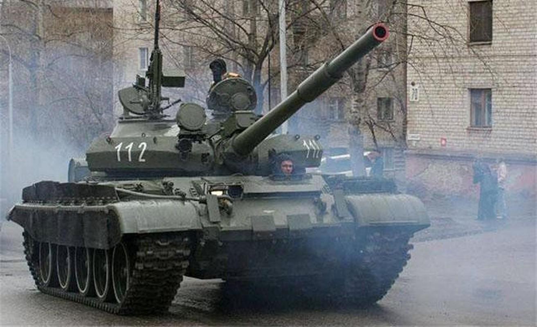 Nga se chuyen 100 xe tang cho dan quan mien Dong Ukraine neu Kiev tan cong?-Hinh-11