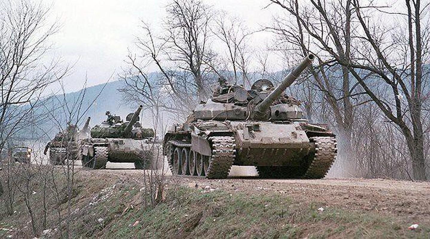 Nga se chuyen 100 xe tang cho dan quan mien Dong Ukraine neu Kiev tan cong?-Hinh-9