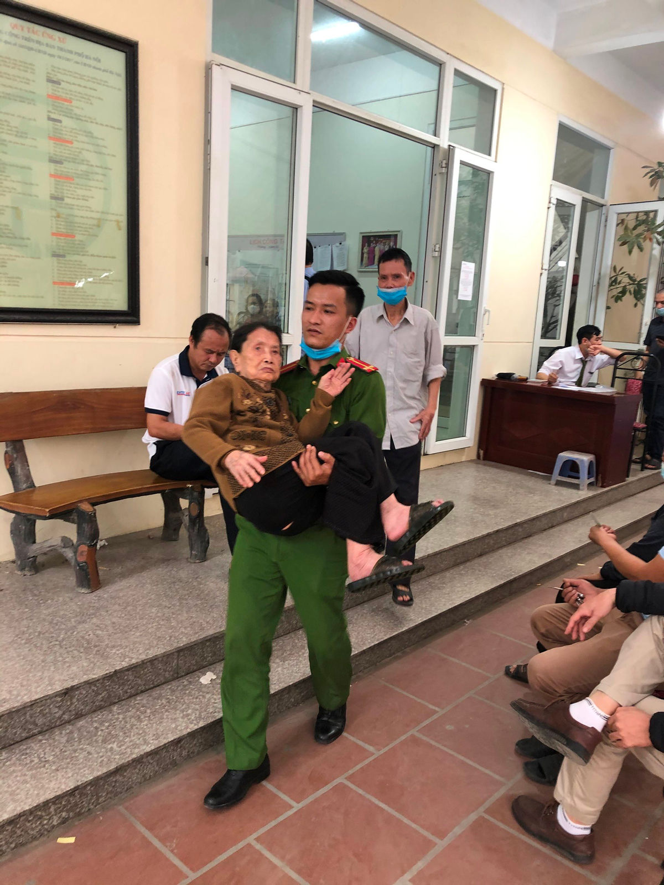 Hinh anh chien si Cong an giup do nguoi dan lam can cuoc cong dan-Hinh-4