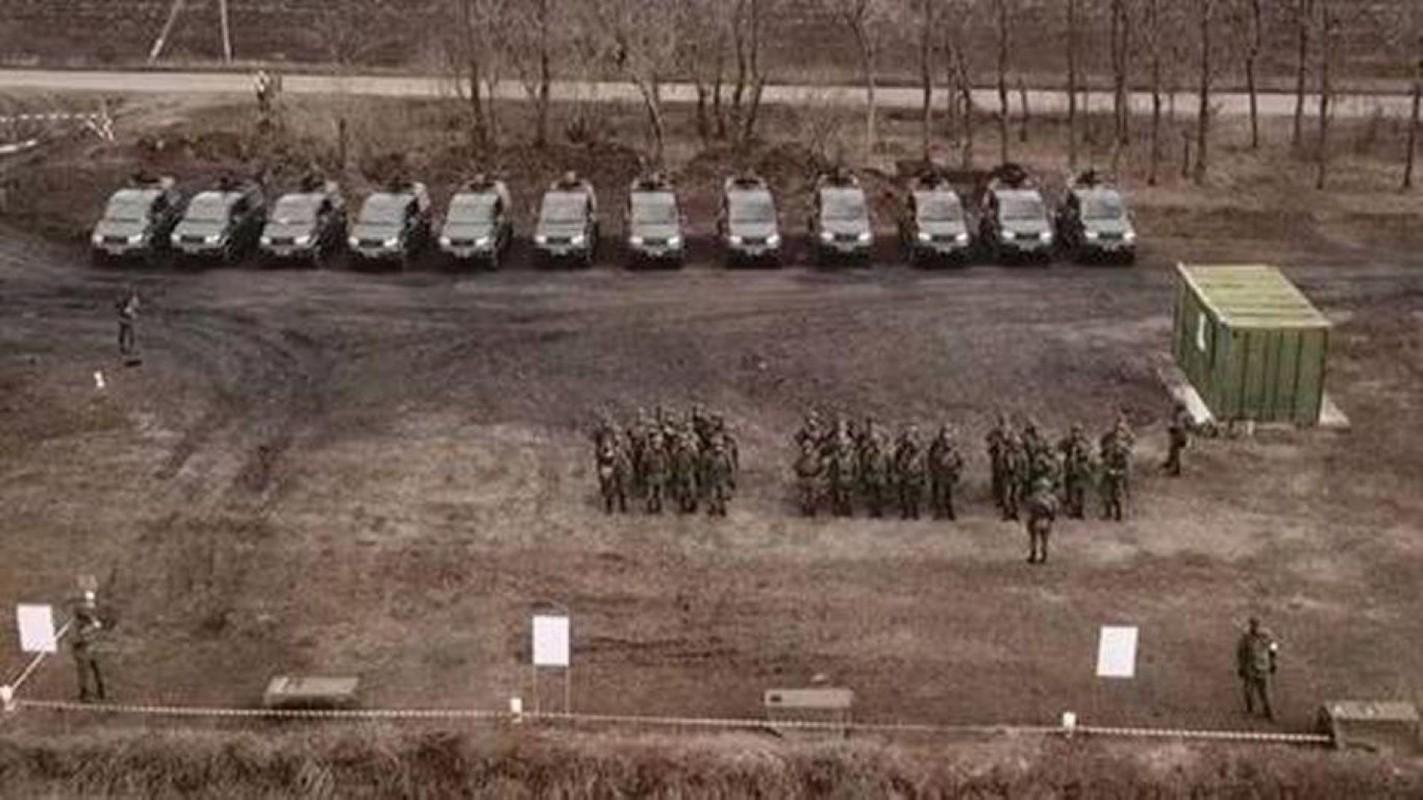 Nga chuyen 'sat thu diet bo binh' cho phe ly khai Ukraine-Hinh-5