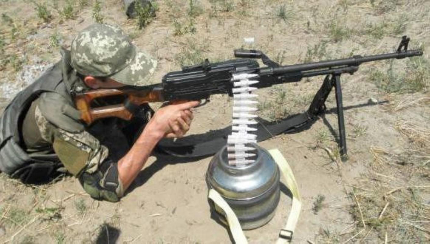 Nga chuyen 'sat thu diet bo binh' cho phe ly khai Ukraine-Hinh-7
