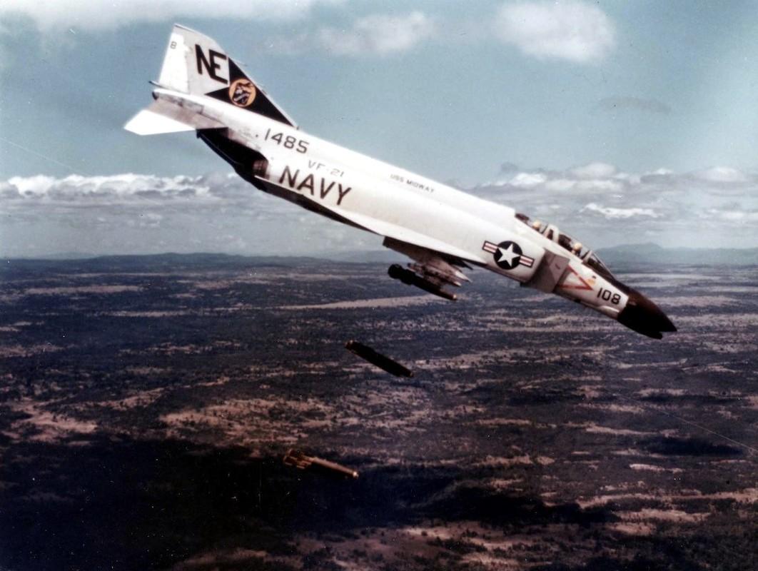 May bay F-4 My tham chien o Viet Nam vi sao khong co phao?-Hinh-13