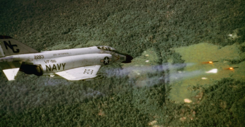 May bay F-4 My tham chien o Viet Nam vi sao khong co phao?-Hinh-18