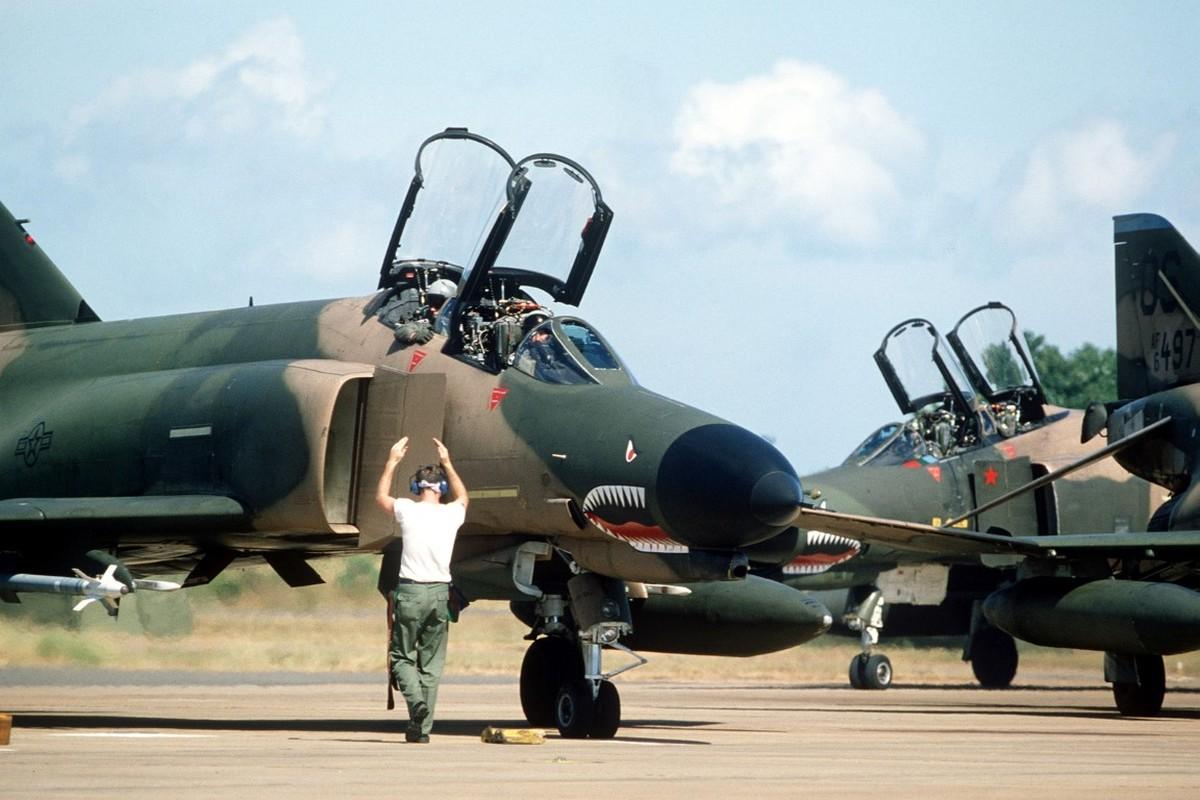 May bay F-4 My tham chien o Viet Nam vi sao khong co phao?-Hinh-3