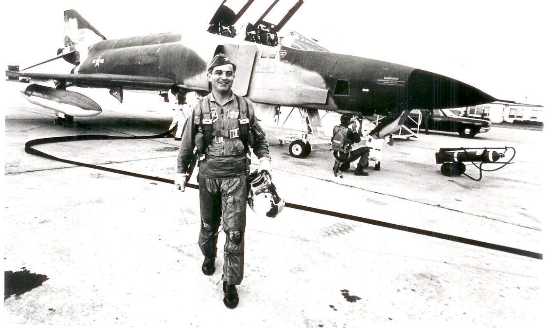 May bay F-4 My tham chien o Viet Nam vi sao khong co phao?-Hinh-4