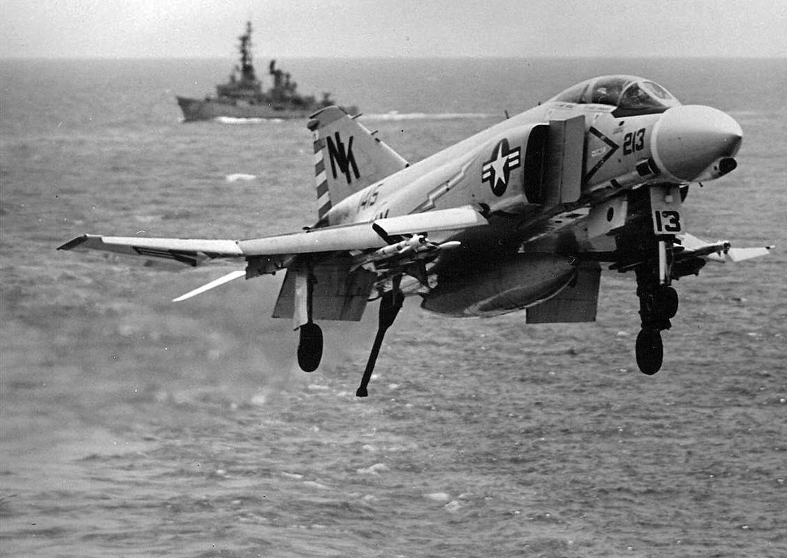 May bay F-4 My tham chien o Viet Nam vi sao khong co phao?-Hinh-5