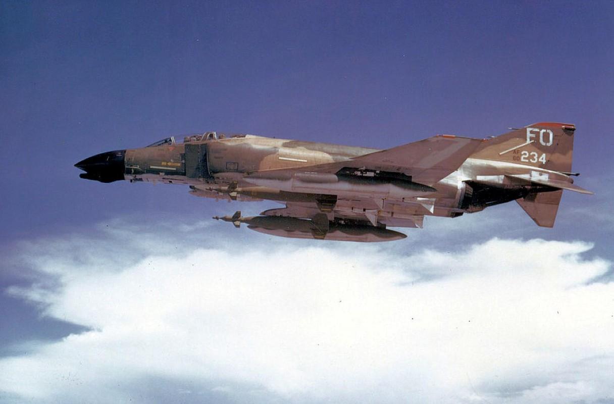 May bay F-4 My tham chien o Viet Nam vi sao khong co phao?-Hinh-8