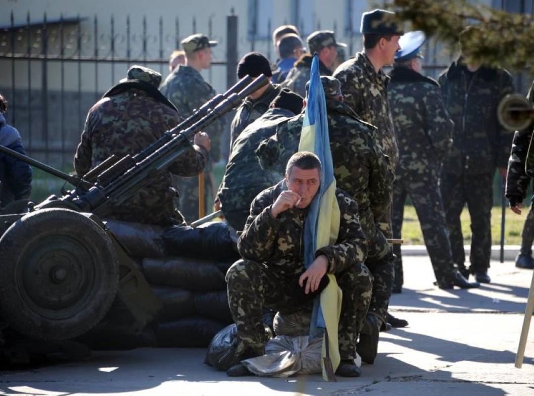 NATO gui 37.000 quan toi gan Crimea, tinh hinh cang nhu day dan-Hinh-10