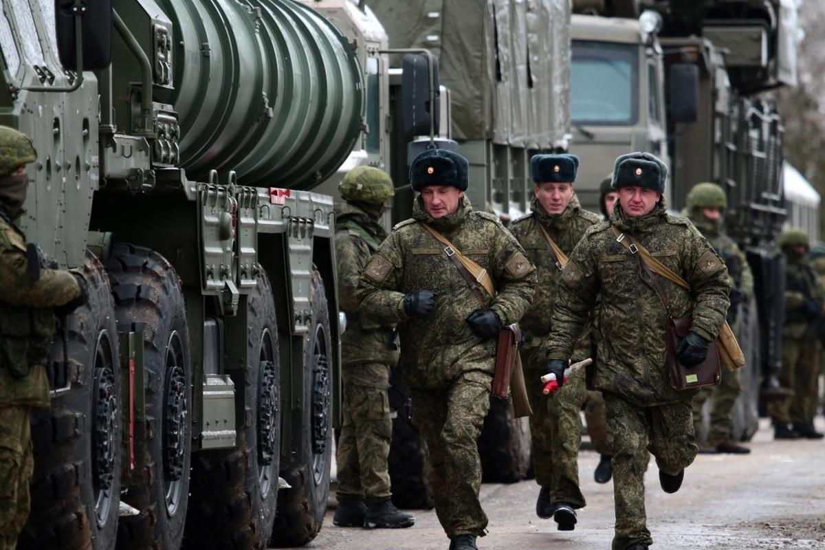 NATO gui 37.000 quan toi gan Crimea, tinh hinh cang nhu day dan-Hinh-12