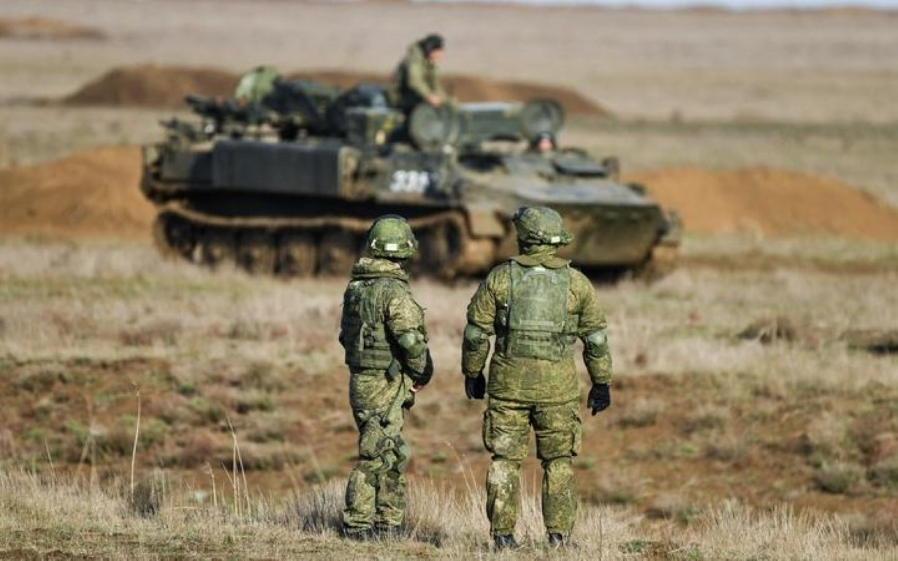 NATO gui 37.000 quan toi gan Crimea, tinh hinh cang nhu day dan-Hinh-4
