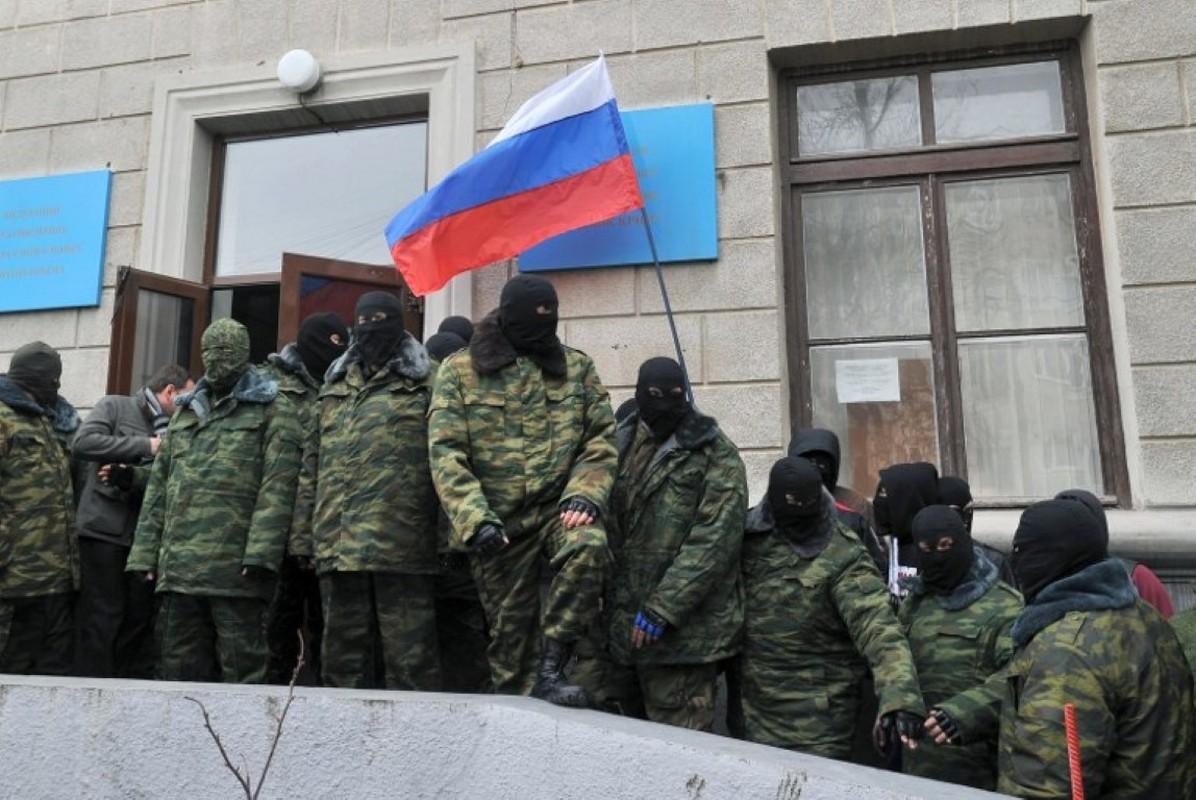 NATO gui 37.000 quan toi gan Crimea, tinh hinh cang nhu day dan-Hinh-8