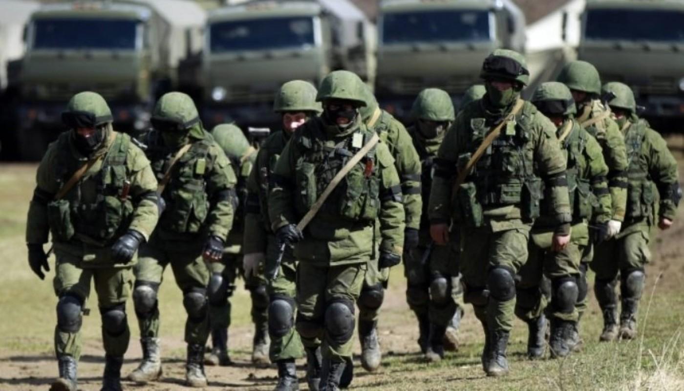 NATO gui 37.000 quan toi gan Crimea, tinh hinh cang nhu day dan-Hinh-9