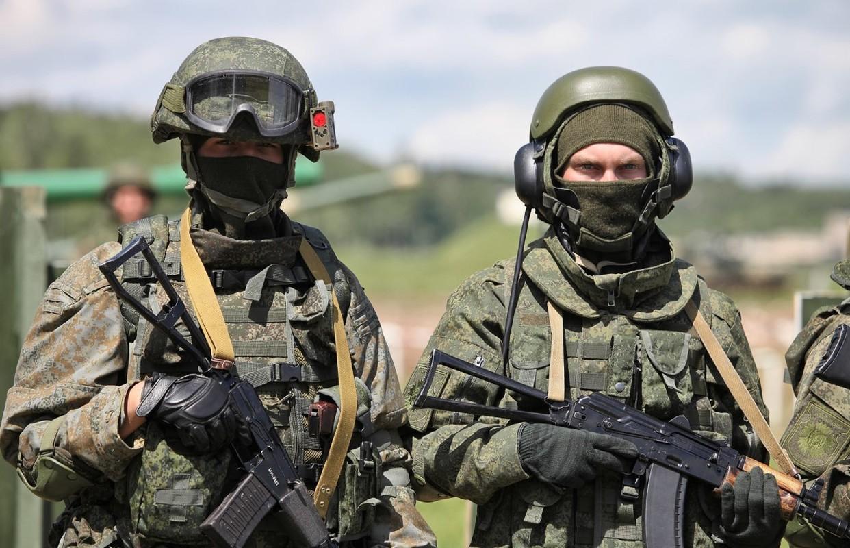 NATO gui 37.000 quan toi gan Crimea, tinh hinh cang nhu day dan
