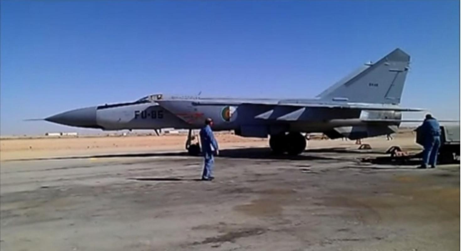 Khong quan Algeria tro thanh ba chu chau Phi nho tiem kich Nga-Hinh-5