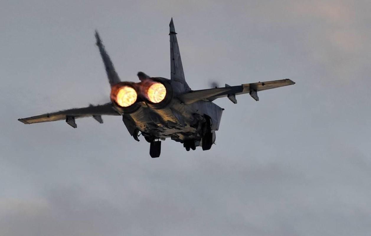 Chuyen gia Nga giai thich tai sao doi phuong phai rut lui khi gap MiG-31-Hinh-8