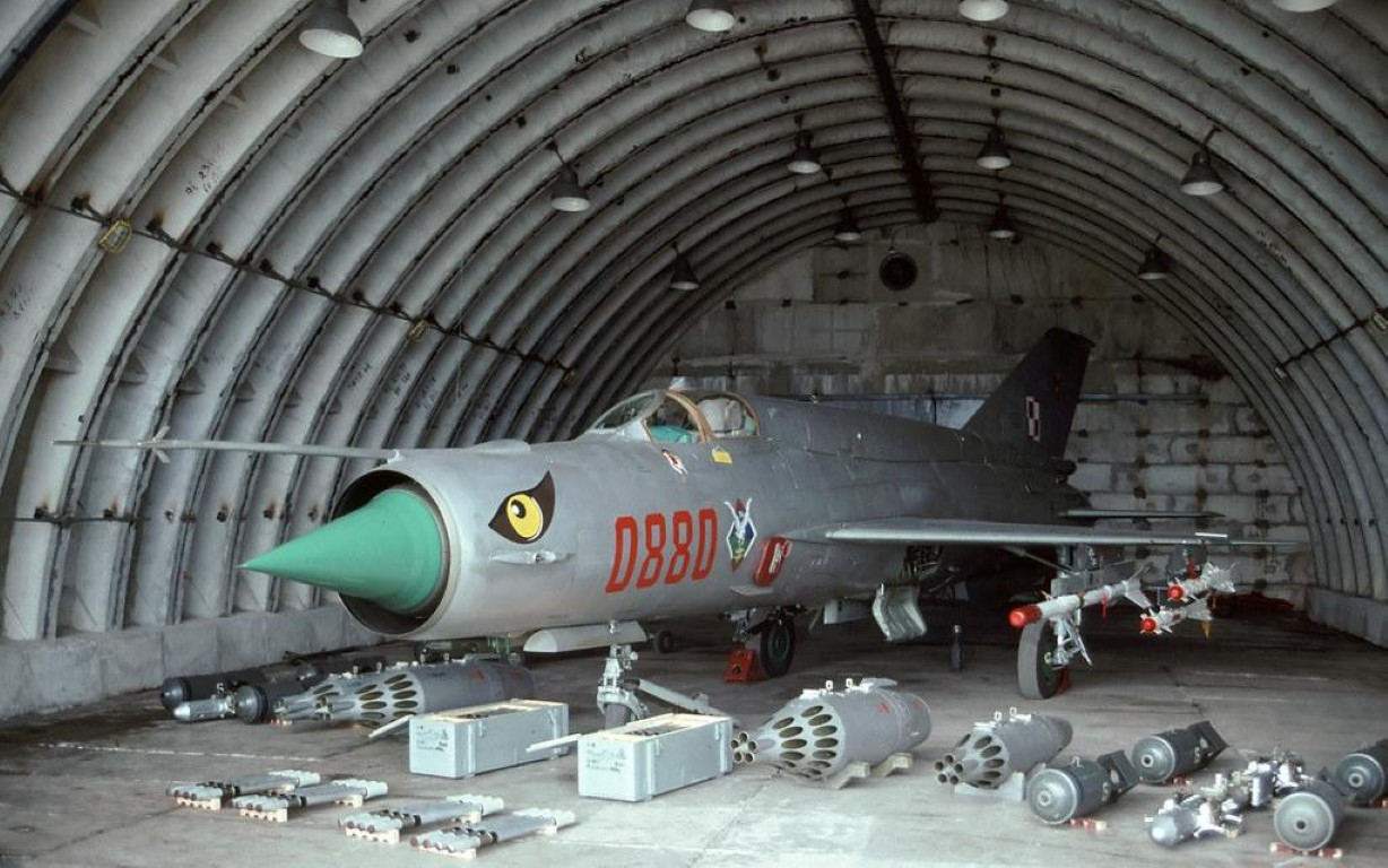 Viet Nam tung bien che phien ban MiG-21Bis manh ngang F-16-Hinh-3