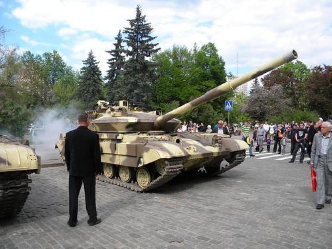 Xe tang T-64E Ukraine thanh ke huy diet nho phao tu dong 2 nong cuc manh-Hinh-4