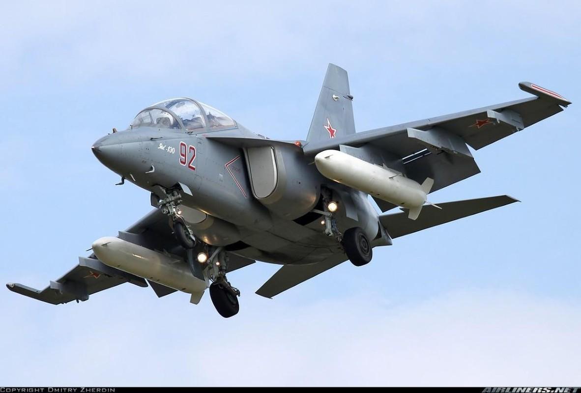 Hai quan Nga nhan hang loat Yak-130 de 'don' sieu tau san bay tuong lai?-Hinh-2