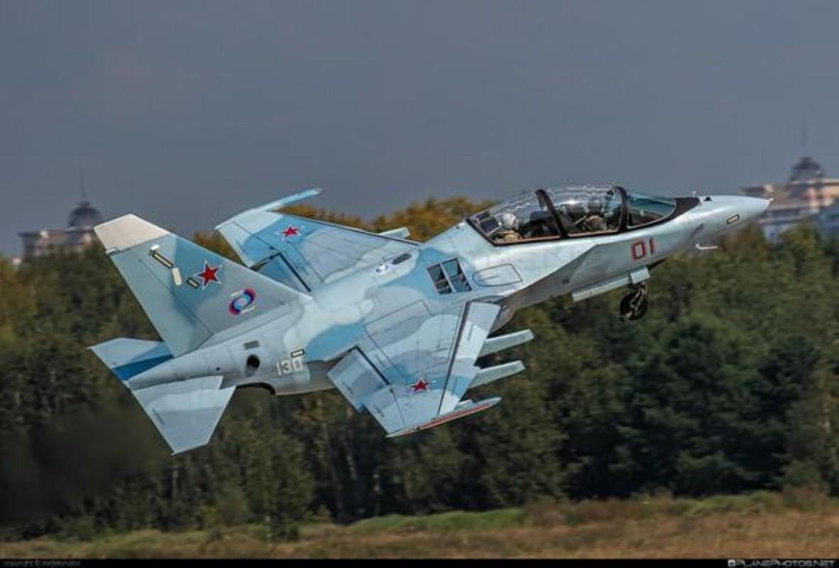 Hai quan Nga nhan hang loat Yak-130 de 'don' sieu tau san bay tuong lai?-Hinh-9