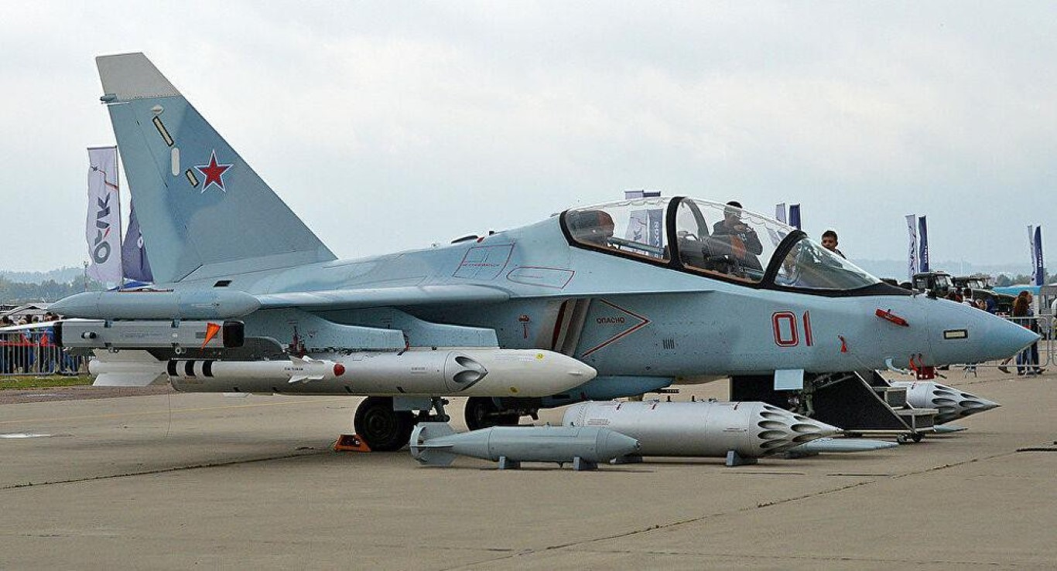 Hai quan Nga nhan hang loat Yak-130 de 'don' sieu tau san bay tuong lai?