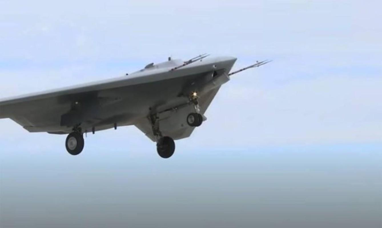 Trung Quoc lo UAV Phi Long-2: Ngoai hinh giong B-2 My va S-70 Nga-Hinh-10